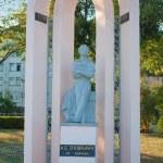 Great russian poet Alexander Pushkin, statue in Kerch, Ukraine — Stock Photo #7218182