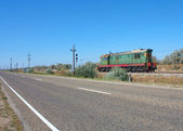 Old diesel locomotive moving along the road — Foto de Stock