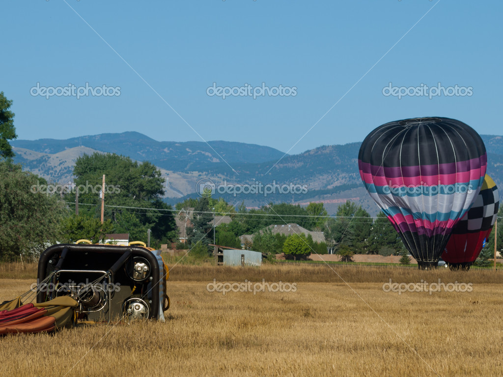 Hot air balloons in a field during a festival in Loveland, Colorado. — Stok fotoğraf #6840751