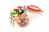 Verre de bonbons colorés — Photo