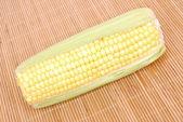Mazorca de maíz dulce — Foto de Stock