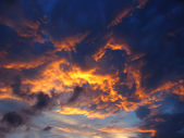 Dramatic sun rays among clouds in the sky — Stock Photo