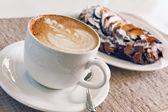 Cappuccino and cake — Stock Photo