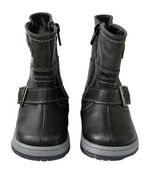 Children's leather boots — Stock Photo