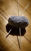 Skein of wool and knitting needles — Stock Photo