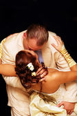 The groom and the bride kiss — Stock Photo
