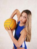 Ragazza - adolescente in una palla di acqua — Foto Stock