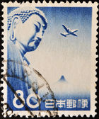 En stämpel som tryckt i kina visar buddha och plan — Stockfoto