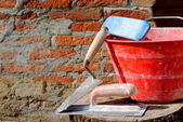 Trowel, spatula and bucket, bricklayer tools — Stok fotoğraf