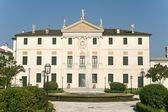 Riviera del brenta (veneto, Itália) - villa histórica e fonte — Fotografia Stock