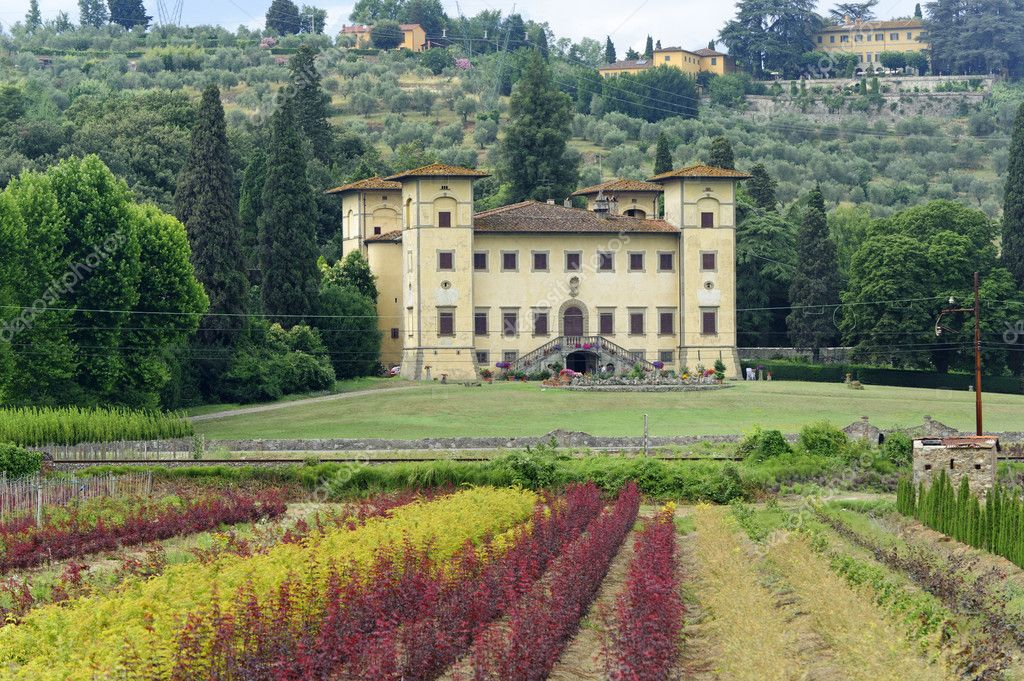 Ancient villa near Pistoia (Tuscany, Italy) at summer — Stock Photo #6923857