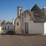 Alberobello (Bari, Puglia, Italy): Street in the trulli town — Stock Photo #6951400