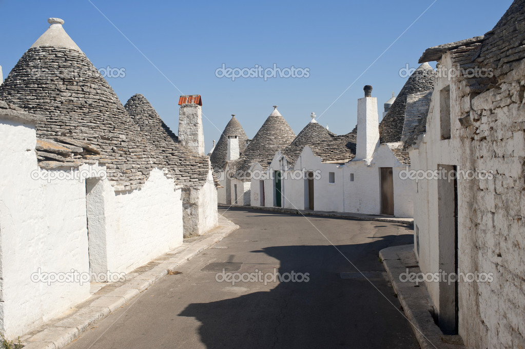 Alberobello (Bari, Puglia, Italy): Street in the trulli town — Stock Photo #6973202