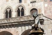 Prato (Tuscany), Palazzo Pretorio and fountain — Stock Photo