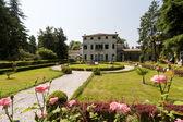Riviera del Brenta (Veneto, Italy) - Historic villa and garden — Stock Photo