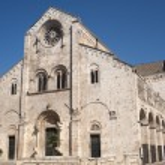 Bitonto (Bari, Puglia, Italy) - Old cathedral in Romanesque styl — Stock Photo