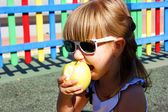 The girl and an apple — Stock Photo