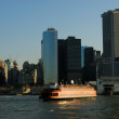 Staten Island Ferry in front of Manhattan, New York — Foto de Stock