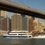 Brooklyn bridge and Manhattan skyline in New York — Stock Photo