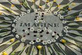 Memorial to John Lennon in Central park New York — Stock Photo