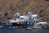 Restaurante sobre a ilha de thirassia perto de santorini, Grécia — Fotografia Stock