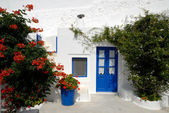 Traditional white house in Santorini, Greece — Stock Photo