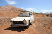 Abandoned old pickup car on Fuerteventura — Stock Photo