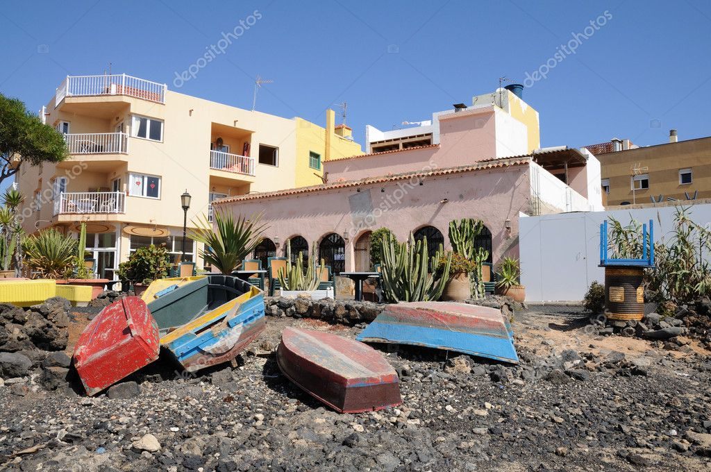 Fishing boats on the beach of Corralejo, Canary Island Fuerteventura, Spain — Stock Photo #6891104