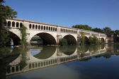 Canal du Midi crossing the River Orb in Beziers, France — Stock Photo