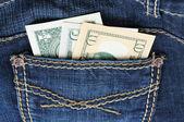 Jeans en denim avec de l'argent dans la poche — Photo
