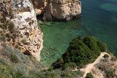 Klipporna vid kusten av algarve, portugal — Stockfoto
