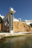Hissen till stranden i albufeira, algarve portugal — Stockfoto