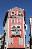 Barevný dům na starém městě, rovinj, chorvatsko — Stock fotografie