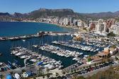 Marina na Středozemním moři uchylují Benidormu ve Španělsku — Stock fotografie