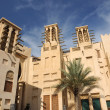 Buildings with Traditional Arabic Wind Towers in Dubai, United Arab Emirate — Stock Photo