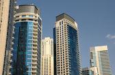Immeubles modernes de grande hauteur dans la marina de dubaï — Photo