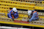 Two workers at construction site — Stock Photo
