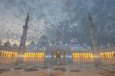 Mezquita Sheikh zayed al atardecer. Abu dhabi, Emiratos Árabes Unidos — Foto de Stock