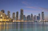 Downtown burj dubai au crépuscule, dubaï émirats arabes unis — Photo