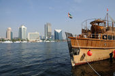 传统阿拉伯语木制船在阿拉伯联合酋长国迪拜 — 图库照片