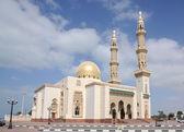 Belle mosquée dans la ville de sharjah — Photo