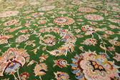 Krásná orientální ručně tkaný koberec — Stock fotografie