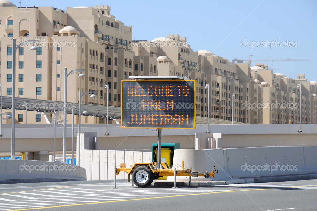 Welcome to Palm Jumeirah sign, Dubai United Arab Emirates — Stock Photo #7791635