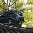 chinese dragon on the roof in yuyuan garden. shanghai china — Stock Photo