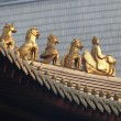 Decoration on the roof of Jing'an temple in Shanghai, China - Stockfoto