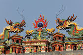 Chinese Dragons at Buddhist temple, Hong Kong — Stock Photo