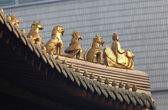 Decoration on the roof of Jing'an temple in Shanghai, China — Stock Photo