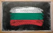Drapeau de la Bulgarie sur tableau noir peint à la craie — Photo