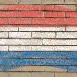 Flagge der Niederlande auf Grunge-Ziegelwand mit Kreide gemalt — Stockfoto