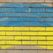 Flag of ukraine on grunge brick wall painted with chalk — Stock fotografie